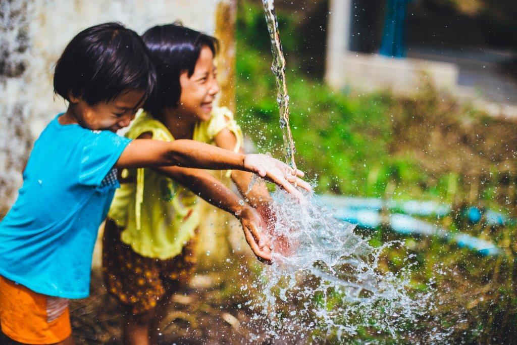 Idei activitati cu apa, 2-3 ani_copii si apa