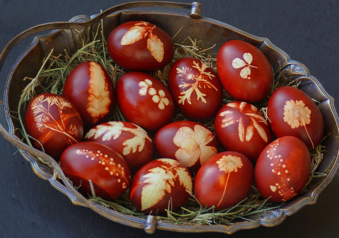 Un ritual de Paști care mi-a adus atâta bucurie și o urare de bine pentru tine!_ouă roșii