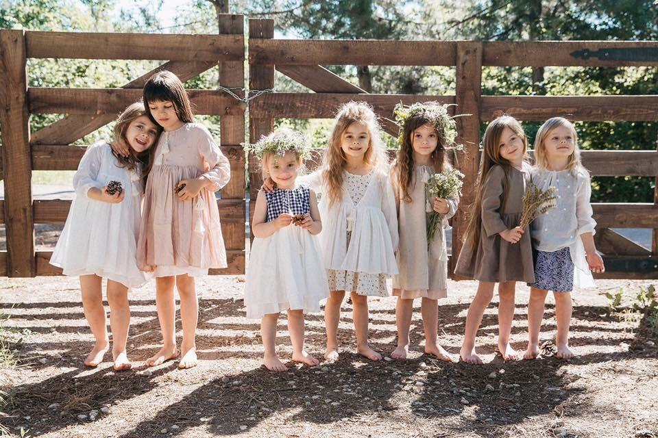 Eu sunt fetița care iubește hăinuțele Cireshel_haine copii