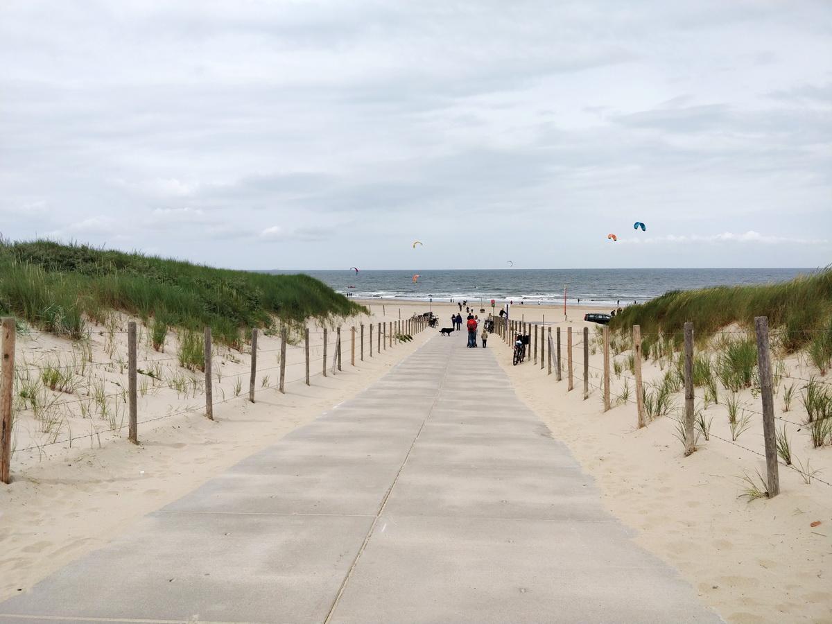 3 săptămâni de Olanda, fără grabă, fără (mari) așteptări, fără Facebook și alte nevoi_plaja Haga