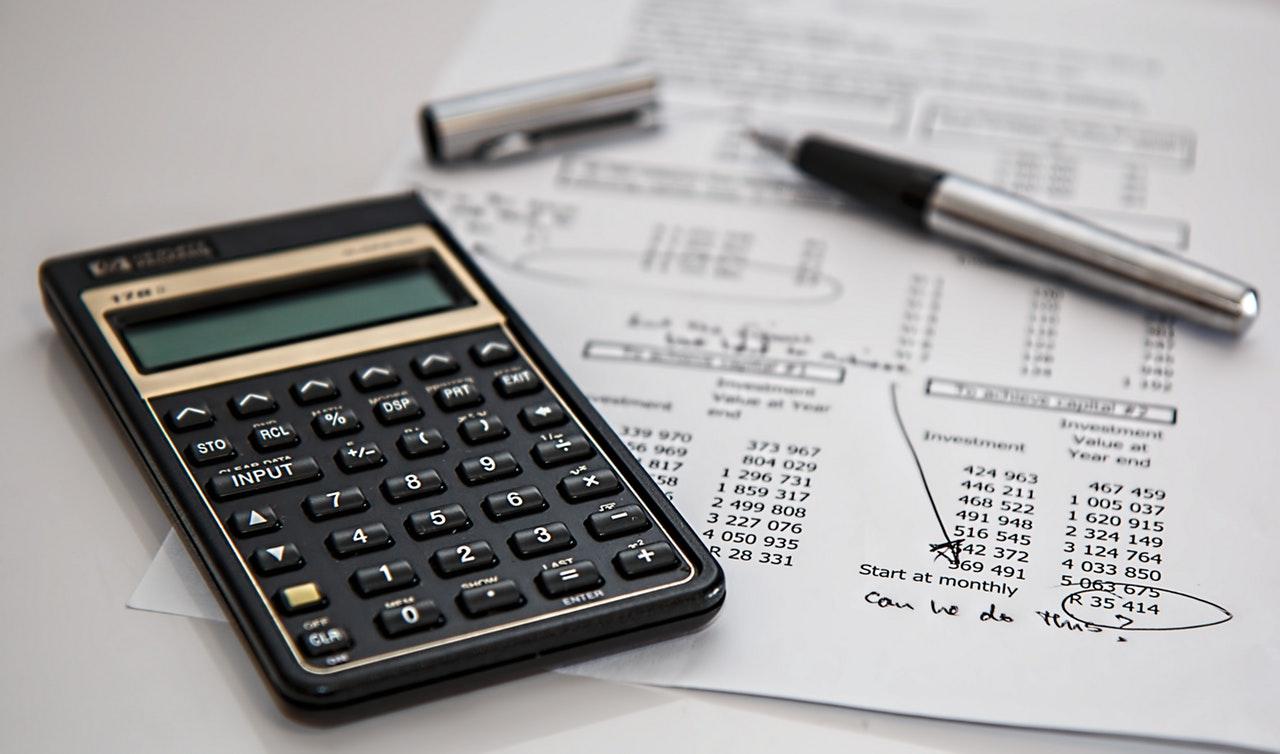 Cum îți poate îmbunătăți viața un buget de cheltuieli_calculator de tip vechi