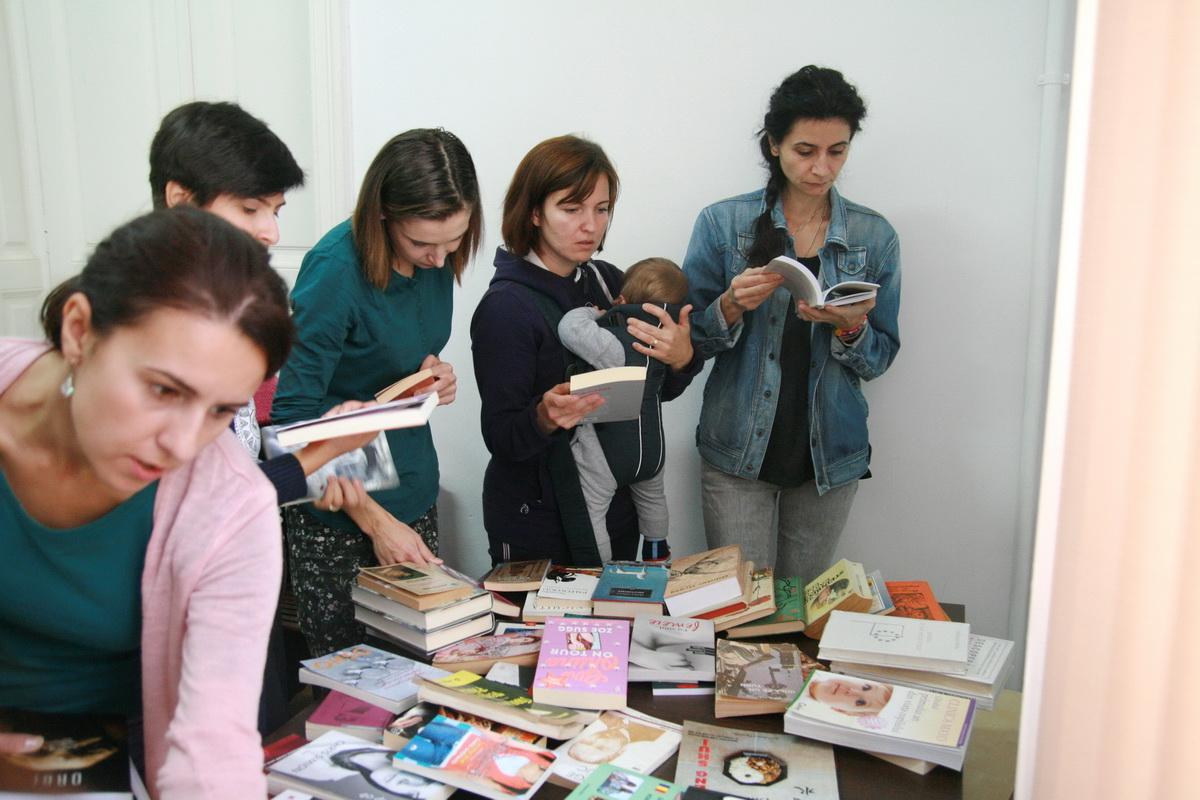 Cum să organizezi cel mai fain schimb de cărți (rețetă în imagini)_alegere de carti