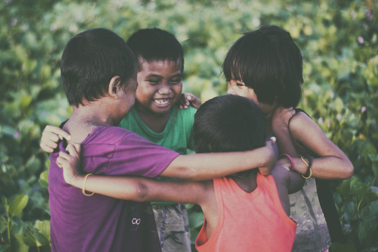 Alege-ți un cuvânt care să te ajute să te concentrezi pe ce e important_copii uniti