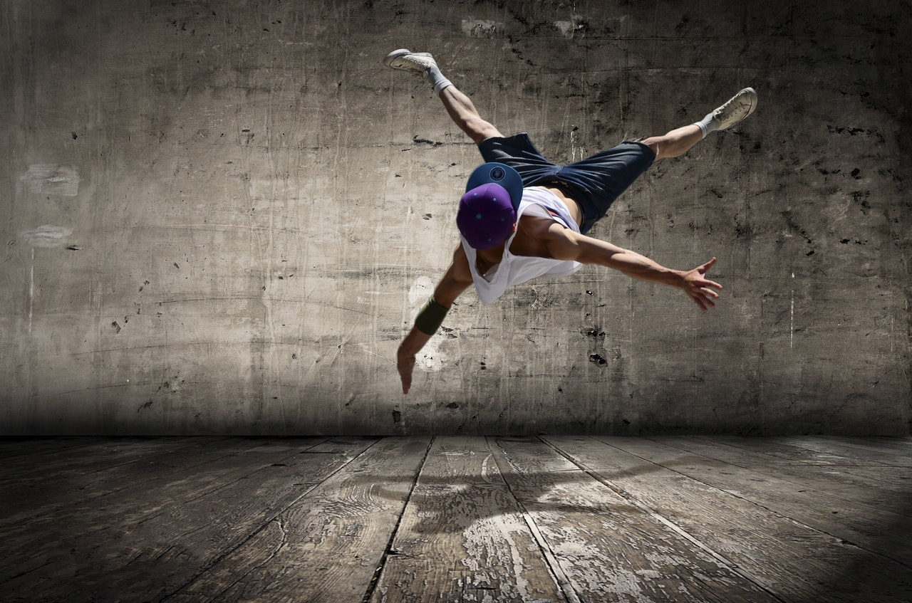 7 investiții pe care să le faci în tine ca să îți îmbunătățești viața_break dance