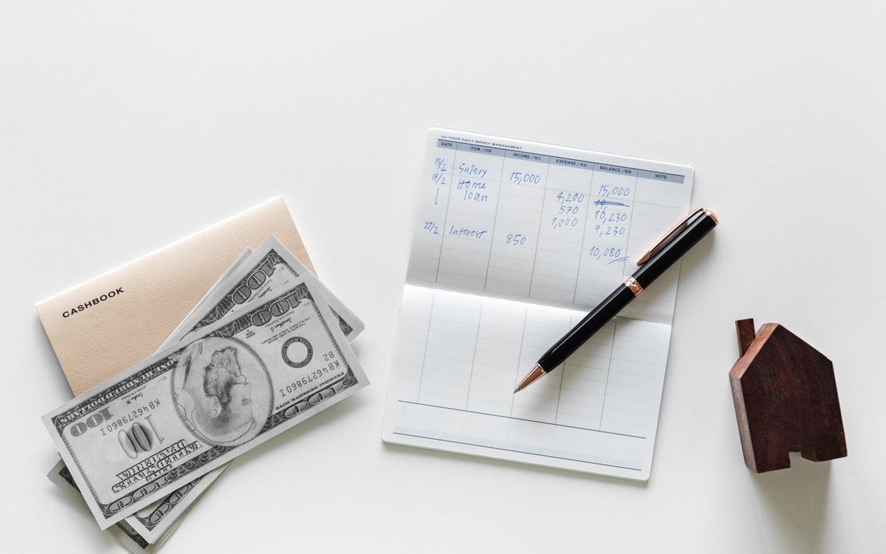 Banii mei sunt banii noștri#2 – Interviu cu Alex de la Fagure.net_bani, pix si foaie