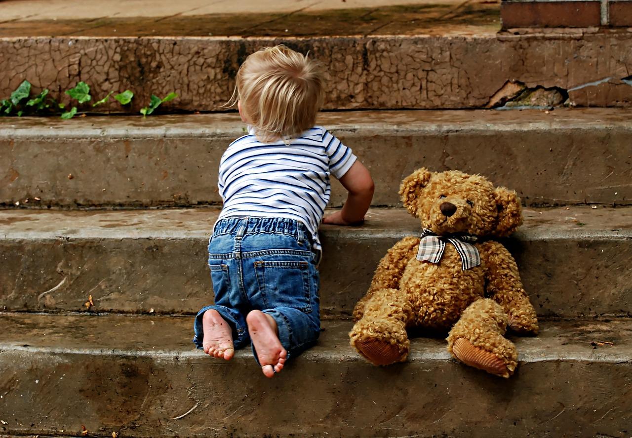 Iată-de-ce-important-să-fii-pregătită-cum-să-te-pregătești-pentru-schimbare_bebe-care-face-pași-mici