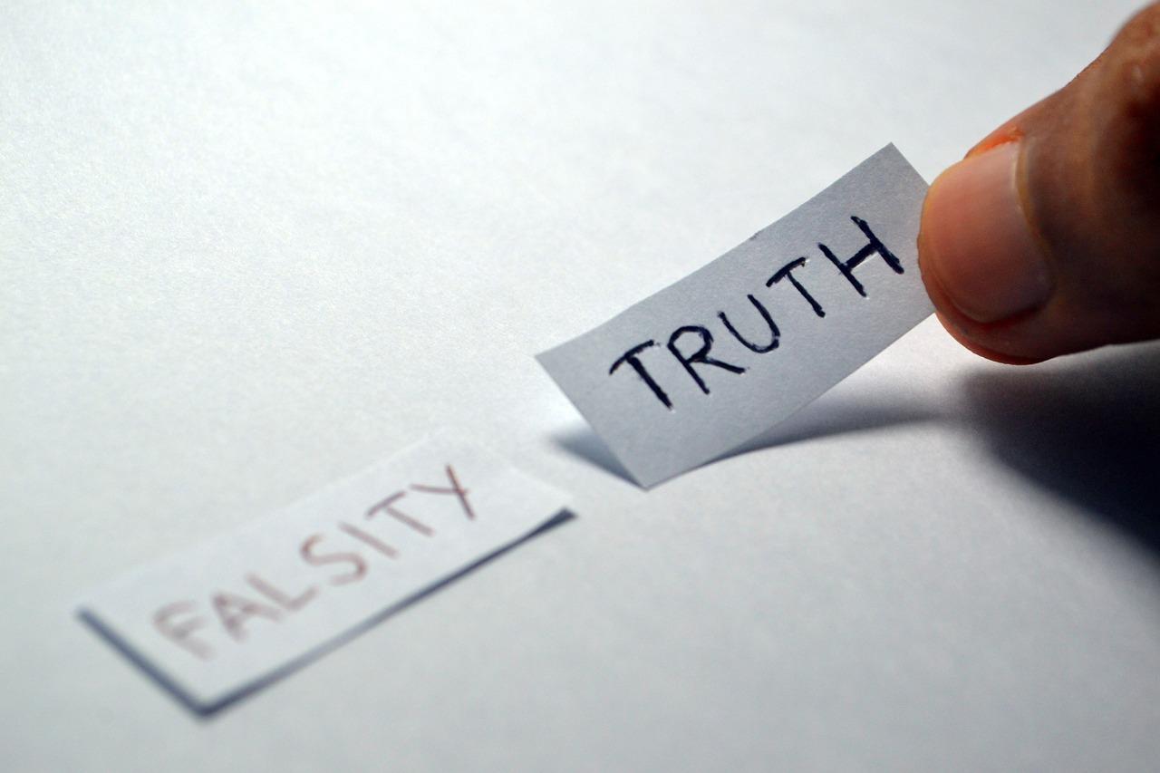 Definește-ți-tema-anului-cu-aceste-întrebări-puternice-Descarcă-materialul_alege-adevarul