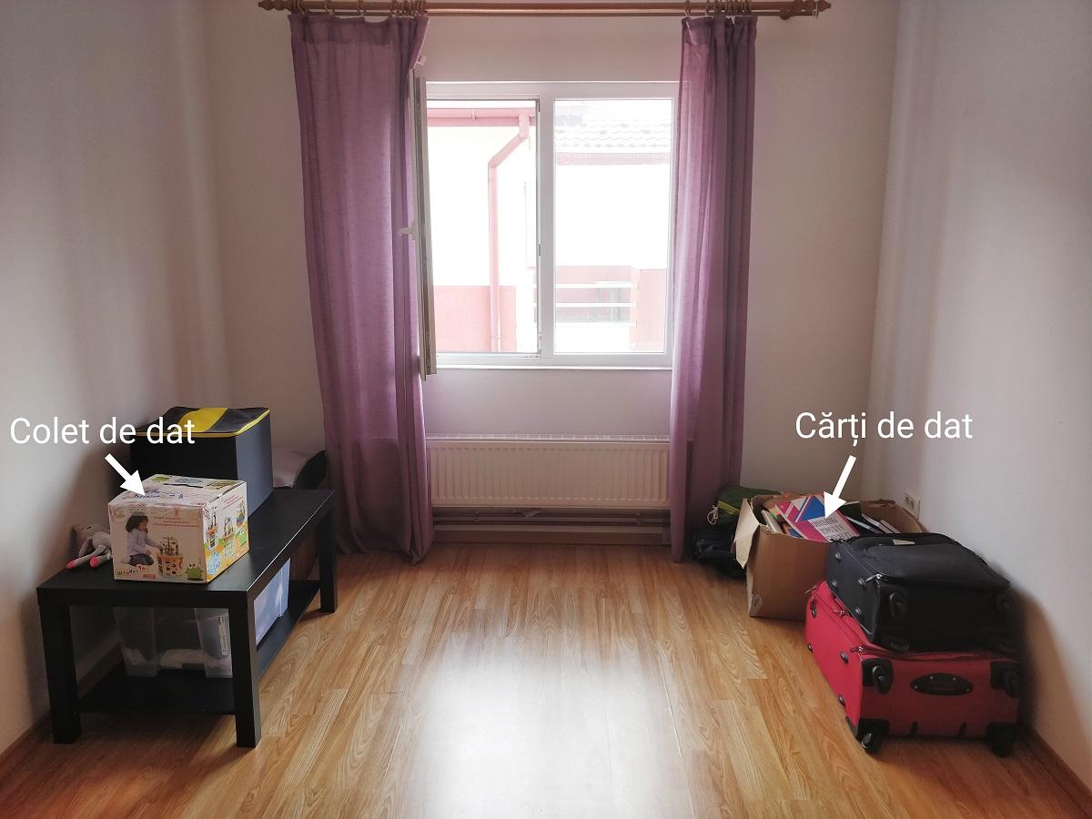 Cum-să-îți-faci-un-plan-de-debarasare-a-casei-Material-gratuit-de-descărcat_camera-cu-lucruri